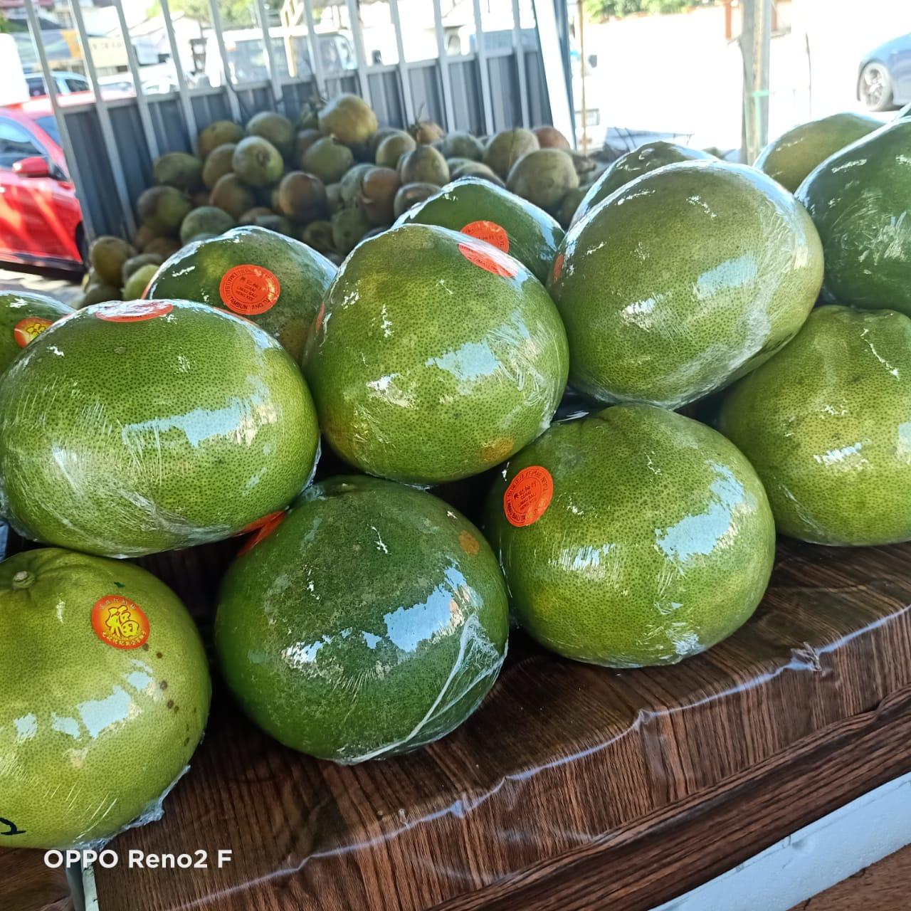 东:中秋节将至,柚子未掀购买热。