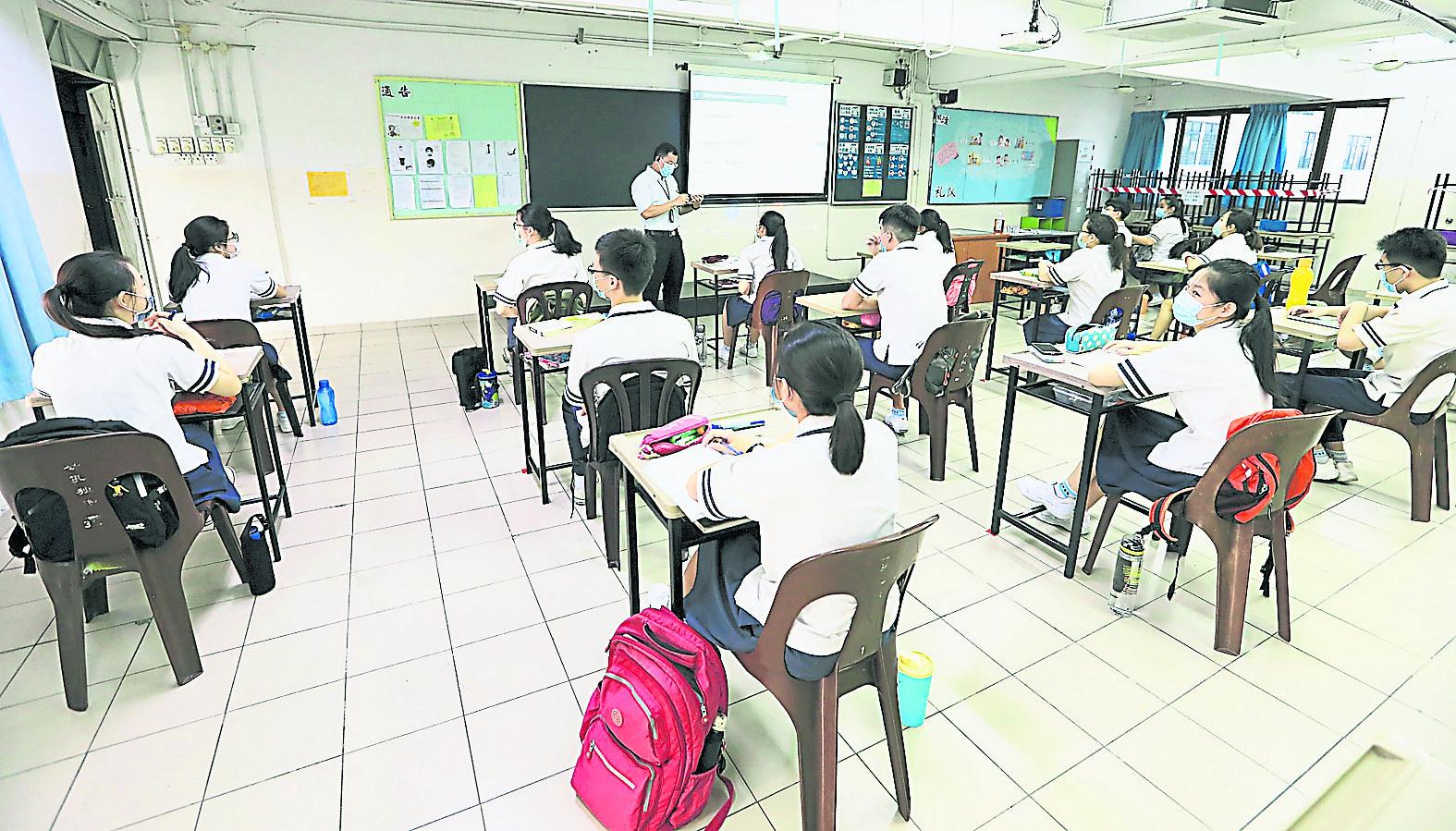 大都会/封底副文/跟进中六第二期学生从10月3日开始返校上课情况 / 5图