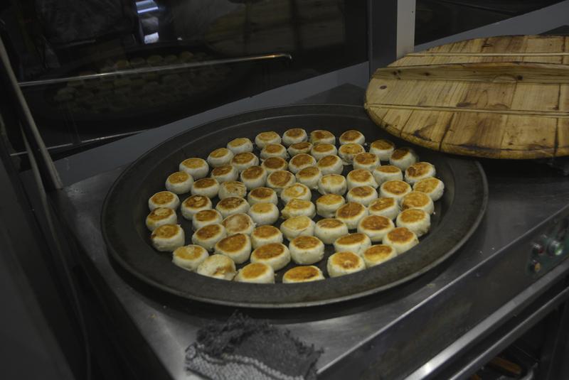 拼盘/上海人过中秋 排队6小时只为吃鲜肉月饼